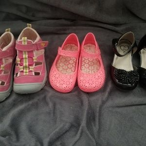 3 pairs of girls summer shoes.